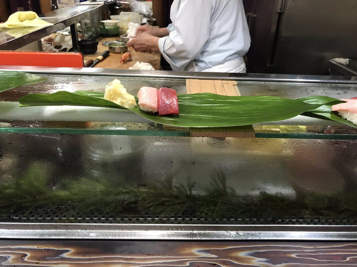 三鷹にある鮨政というめちゃくちゃおいしい寿司屋に連れてかれてます。猫もいます
