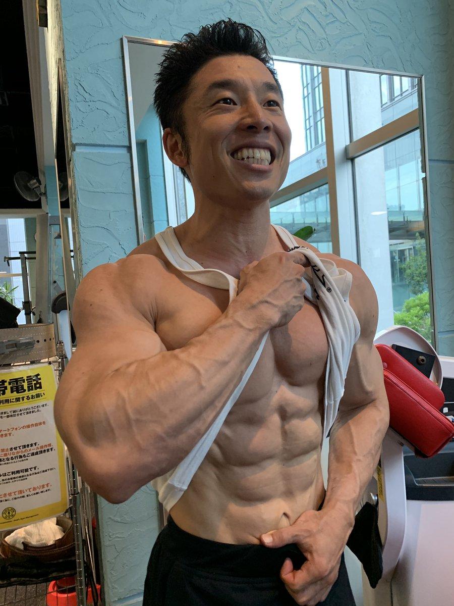 フィジーク東京大会まであと5日筋トレ後にアッサムティーカーボもこれくらい満タンにしたいパワーなかやまきんに君