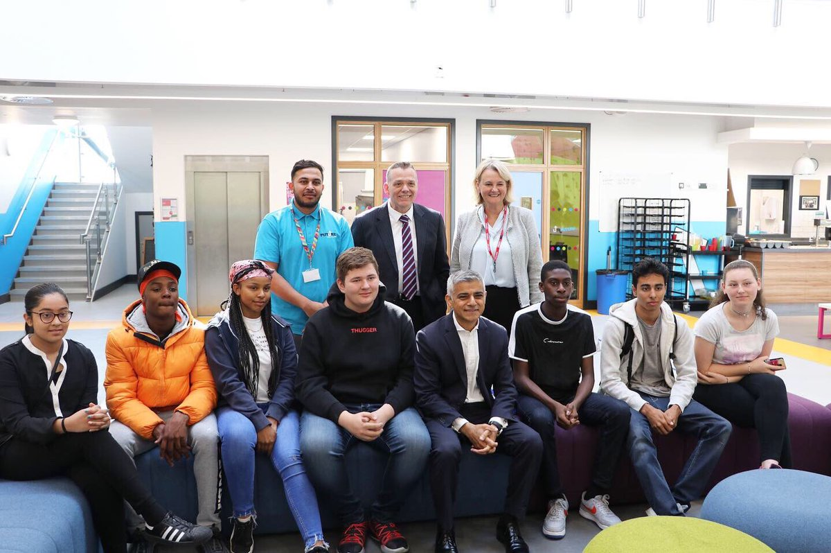 The @MayorofLondon visited us this morning at Future Youth Zone! Engaging in some activities with the young people, had many conversations with our Members at Future and Zak, Head of Youth Work to find out more about what we are providing the young people of Barking and Dagenham