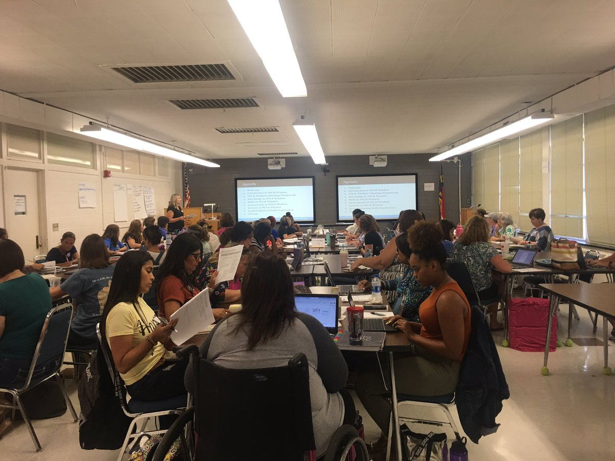 It's a full house at ERC today @TPerry126! Launching Wit and Wisdom with this great group of CCS educators! @mellottahill1 @NatalieGodwin @TiffBEak @CumberlandCoSch @DrWilsonNorman #litnccs<br>http://pic.twitter.com/YPVAdhuAfr