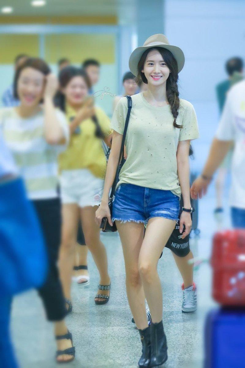 สูงยาวเข่าดีใส่หมวกยิ่งดูเท่ผัวววไปอีก #SOOYOUNG #YoonA #SNSD