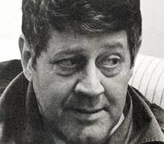 HUGO PRATT. Escritor y uno de los más importantes historietistas del siglo XX. Creador de esa maravilla que es El Corto Maltés, uno de los personajes más famosos del comic italiano e internacional. Murió un día como hoy 20/8/1995 en Suiza.
