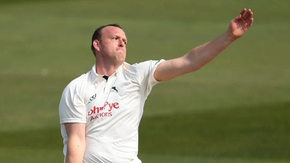 UPDATE | Notts have taken the second new ball with Yorkshire 246-5 In their second innings, leading by 294 runs. Luke Fletcher will bowl the first over with the new ball to Tom Kohler-Cadmore (31*). Follow #YorksvNotts live 👉http://socsi.in/g_e7QGz