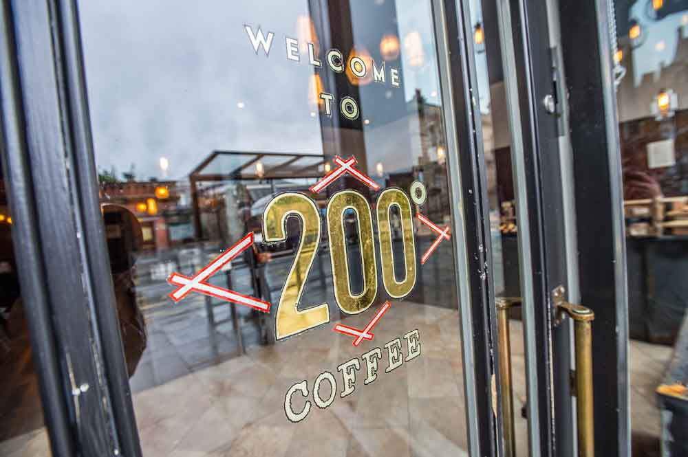 200 Degrees opens its new coffee shop in Birmingham city today lovebusinesseastmidlands.com/love-business-…
