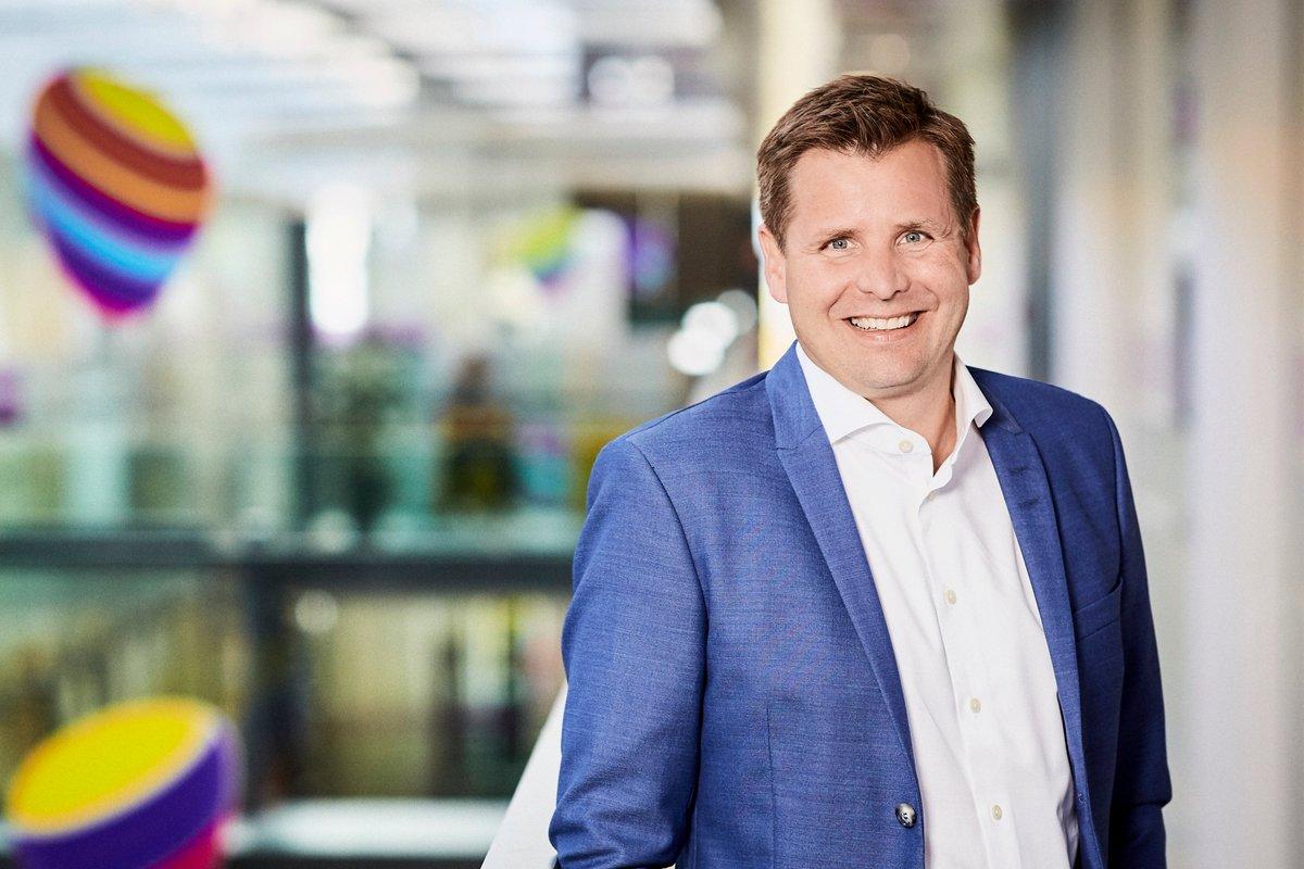 Tak til vores afgående CEO, Morten Bentzen, for 15 gode år i @teliadanmark - og ønsker om alt godt fremover herfra! Samtidigt stort tillykke til vores erhvervsdirektør, Thomas Kjærsgaard, med rollen som midlertidig CEO 🤝 https://t.co/zGAIuuEFRD https://t.co/KOe4qnfnbK
