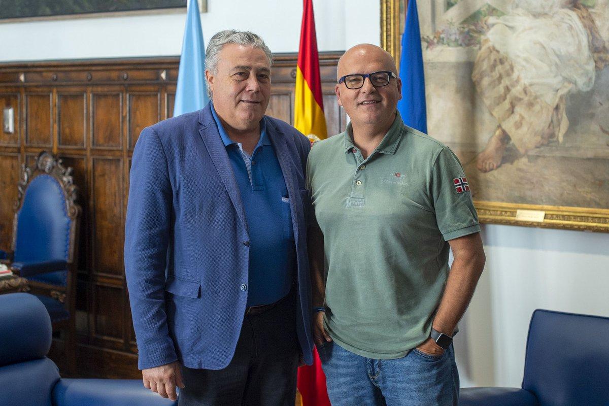 En @DeputacionOU con Antonio Iglesias, Alcalde de Lobeira, programando accións de cooperación. #PaixónPorOUrense