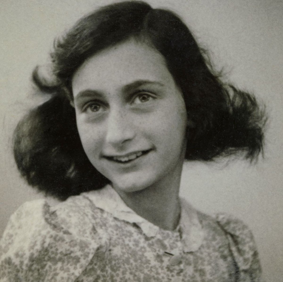 On #NationalRadioDay, #WeRemember how a broadcast calling for diaries of ordinary Dutch people inspired Anne Frank to begin editing for publication the personal diary she had been keeping. Our blessed radio, Anne wrote. It gives us eyes and ears out into the world.