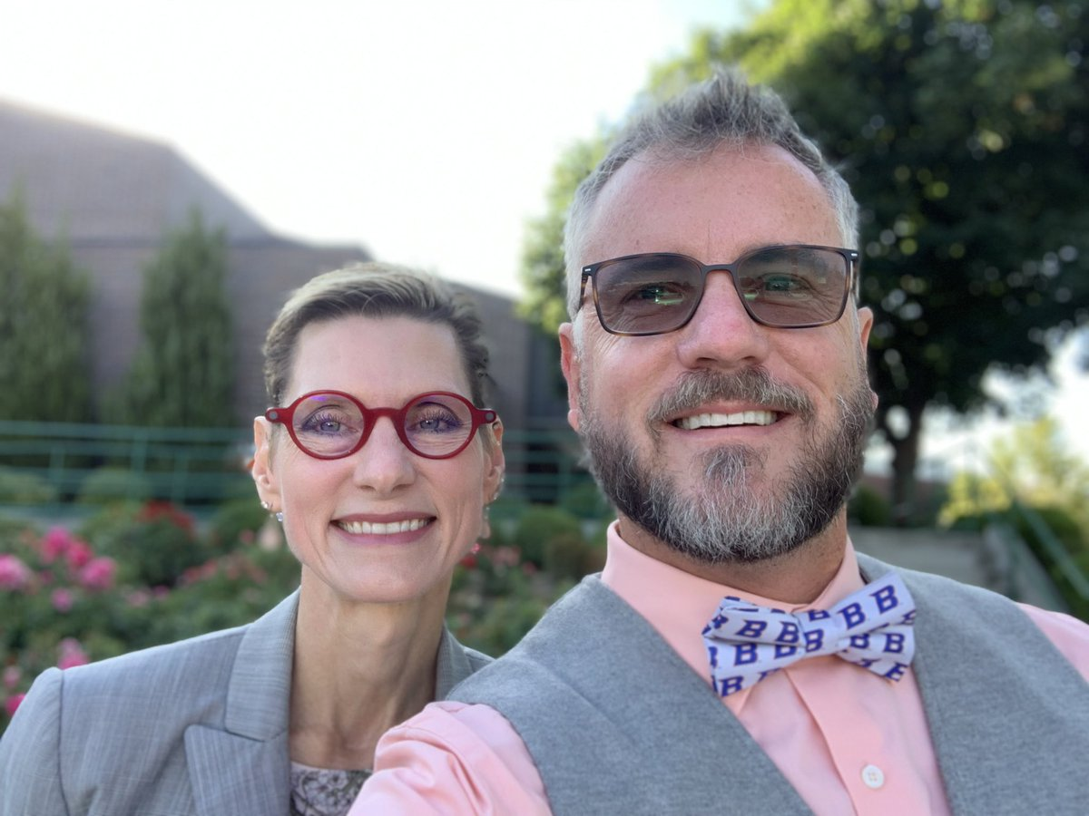 """Got to meet Dr. Tromp this morning, #BoiseState new President. She told me she """"loved the bow tie."""" She talked about growth mindset and having open conversations about waters that can be hard to navigate. She is inspiring and we are fortunate she with us. @MarleneTromp<br>http://pic.twitter.com/cMsae3u9m6"""