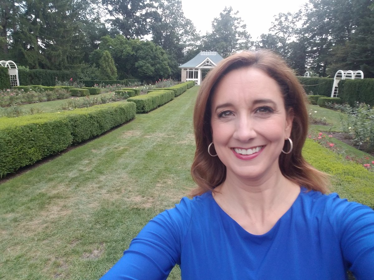 A great start to the day shooting @21WFMJNews promos at @MillCreekMetro Fellows Riverside Gardens. I love this place! It always reminds me of the rose gardens in England and the book The Secret Garden. A true Youngstown gem! https://t.co/Rv4jJkbszl