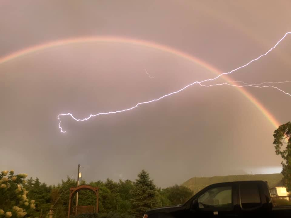 And here's a great still shot of the same phenomenon taken by Kris Nelson from Strasburg, Va... not far away