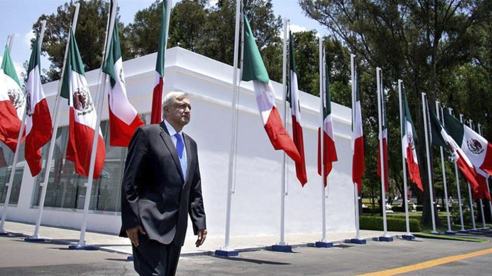 López Obrador anuncia cambio de protocolo para el Primer Informe de Gobierno. No se cumplirá con la Ley sobre el Escudo, la Bandera y el Himno Nacionales.Detalles: http://bit.ly/2Z76uEy