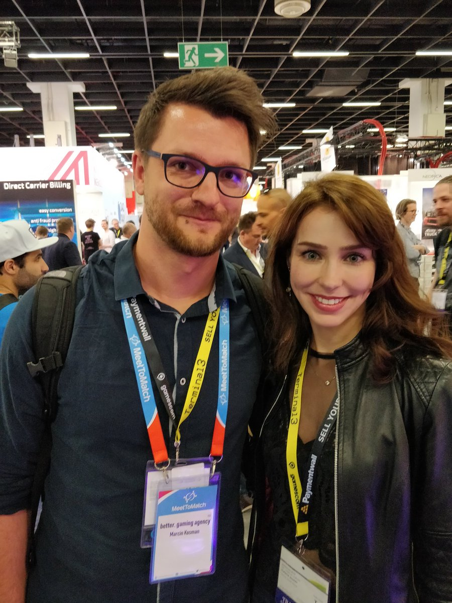 A small groupie inside me shouted loudly and I just had to make a picture with @stefanieGMJ, unforgettable Quiet from Metal Gear Solid V. Thanks Stephanie! <br>http://pic.twitter.com/UIvFtmXZbH