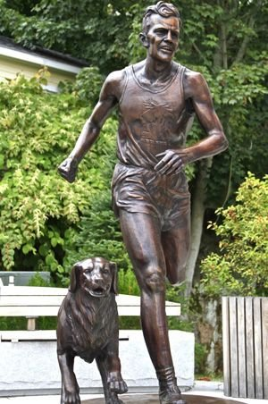 Cool story on John J. Kelly of Mystic, CT, who won the @bostonmarathon in 1957 and competed in two Olympic Games.   He was also a beloved teacher.   https://www. runnersworld.com/news/a20816691 /john-j-kelley-statue-unveiled-in-mystic-connecticut/   … <br>http://pic.twitter.com/HillvgOOgh