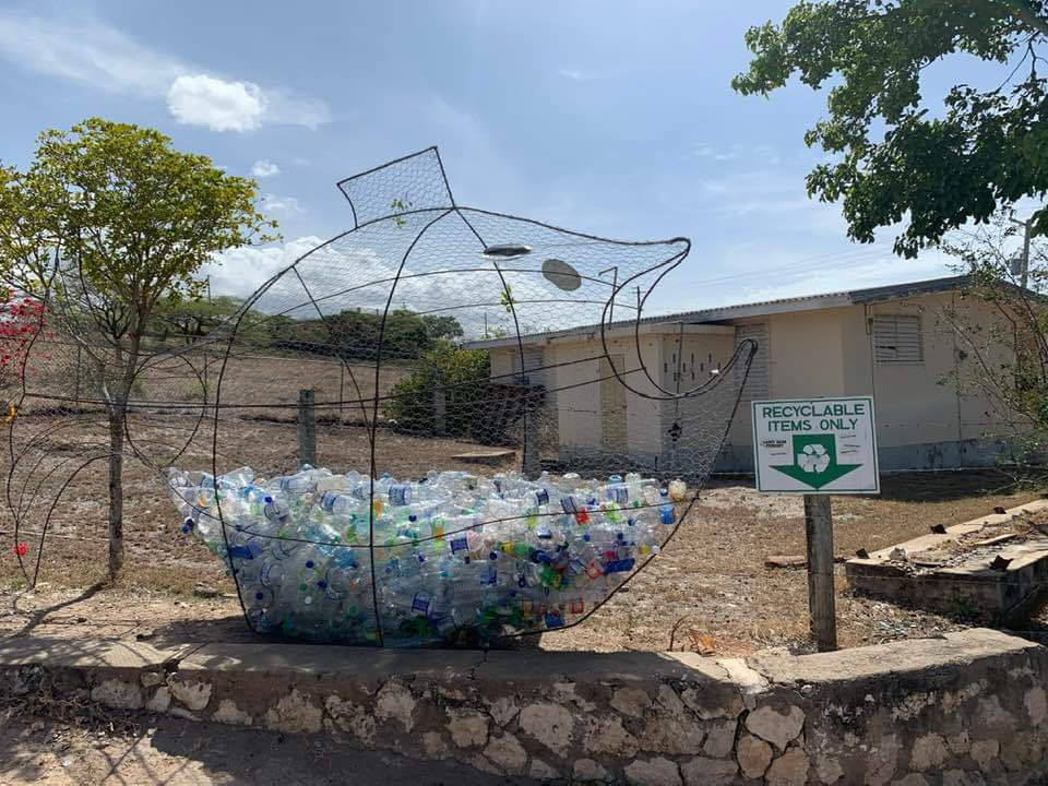 Thanks to #LashingVilla for this lovely receptacle for our plastic bottles @SandyBank13. Creativity at its best @tkmsingh @JustineHenzell @floydgreenja<br>http://pic.twitter.com/aK06ZE4BSJ