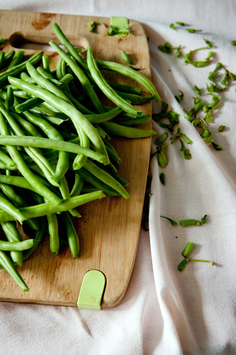 Green beans contain: Vitamin K=good 4 bone health Vitamins A+C=anti-oxidant properties that help protect the ❤️ by neutralizing free radicals. Magnesium+potassium help to ⏬ blood pressure Folate helps prevent heart attack+stroke by ⏬ the amino acid homocysteine. #Health