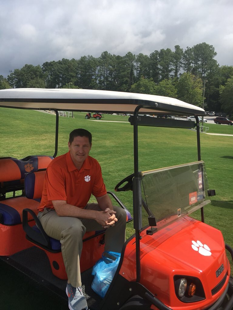 CLEMSON FRESHMEN   RT this and follow me for a chance to be 1 of 5 students to receive a #TigerPride golf cart ride with me to your class tomorrow morning!    #ClemsonGRIT / #ClemsonFamily <br>http://pic.twitter.com/mOOw1sADk3