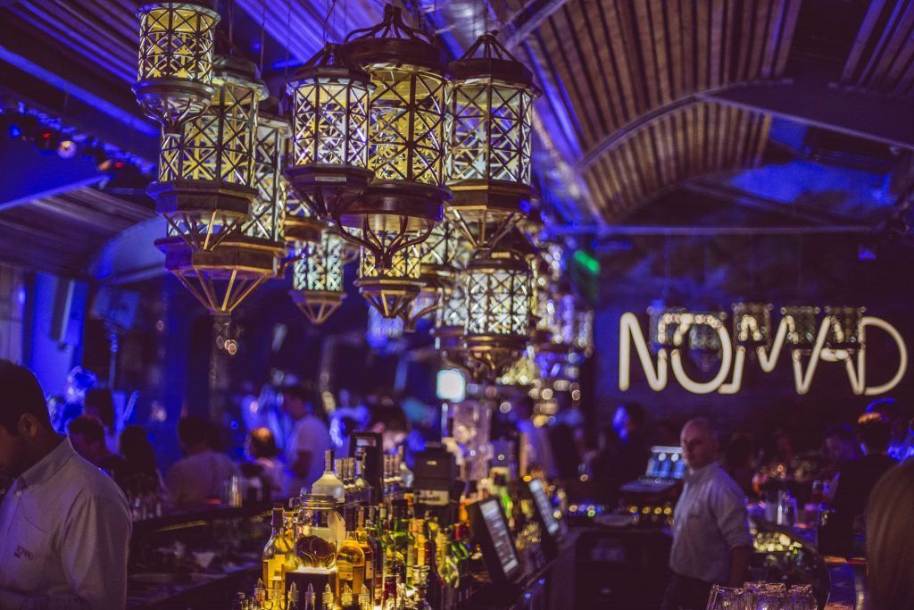 Wanna see Bucharest from above? Then make sure you visit Nomad Skybar for a unique experience.Get the app https://buff.ly/2W9KUdA  #bucharest #bestbars #speakeasy #cocktail #music #cocktails #bartender #weekend #party #moscowbar #bartenderschoice #tanqueraygin #lovedrinkpic.twitter.com/R8W3CkE09c