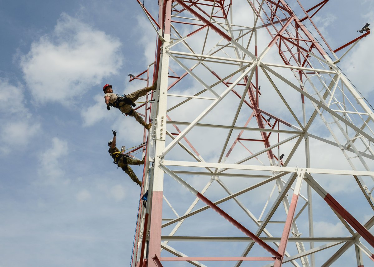 """Don't look down.  @usairforce cable & antenna systems airmen climb a tower during training at Aviano Air Base, Italy . The training conducted by the """"Cable Dawgs"""" involves a height adjustment & equipment trust exercise where technicians rappel from the tower. #KnowYourMil<br>http://pic.twitter.com/HV1O7NH2EX"""
