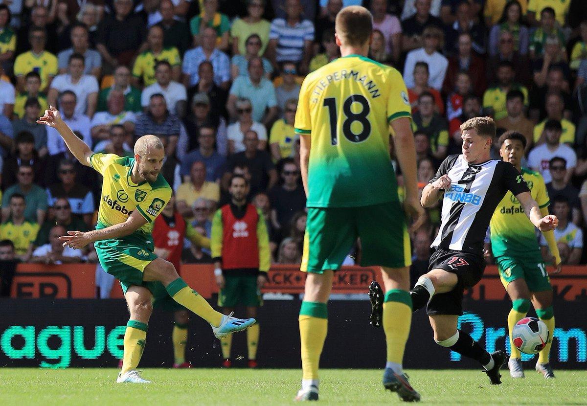 4 gols, sendo 1 hat-trick, em apenas 2 jogos. Artilheiro da segunda divisão inglesa da temporada 2018/19, o finlandês Teemu Pukki vem tendo boas atuações e está na briga pela artilharia da Premier League. 📸⚽️