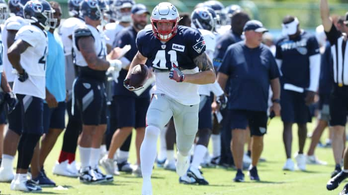 RT @PATRIOTSdotCOM: Getting to know TE Eric Saubert https://t.co/JJ2qbT5qCd via @angeliquefiske https://t.co/bGKdVS1K4b