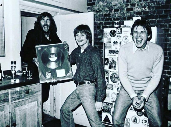 Mark Hamill and Harrison Ford at Eric Idle's flat. <br>http://pic.twitter.com/vmvigsXqQg