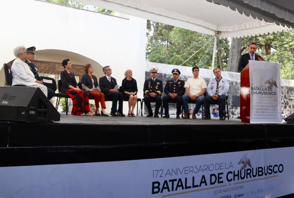 En la conmemoración del 172 Aniversario de la Batalla de Churubusco participaron el secretario de Cultura de la CDMX, @SuarezdelReal1, Cecilia Genel, Directora del @MIntervenciones, Sara Callanan, representando a la @IrishEmbMexico y @manuelnegretea, Alcalde de Coyoacán.