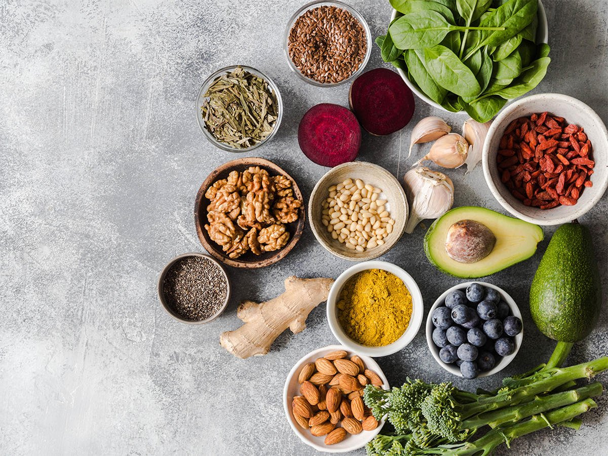2)  Tips to Reduce Inflammation:  1. Drop the sugar 2. Get into ketosis = less inflammation 3. Reduce your carb intake! 4. Strength Train 5. Reduce stress 6. Targeted Supplementation  7. Add in nutrient-rich foods  8. Sleep quality is key   #inflammation #antiinflammatory #health<br>http://pic.twitter.com/yuFZrrNwxt