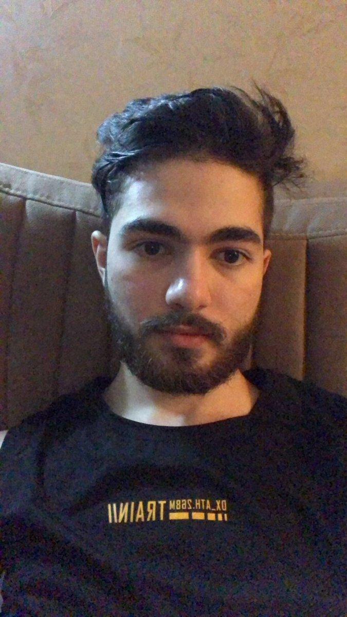 What ya guys think bout that beard? <br>http://pic.twitter.com/x5yRcTTrmJ