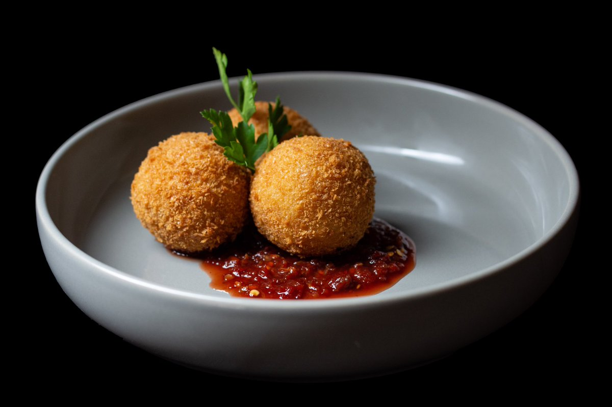 """Tobi på Twitter: """"Gizdodo Croquettes with a sweet Obe Ata Sauce. We  repurposed all of Gizdodo's amazing ingredients to make this equally  amazing appetizer dish. The #twothirtyfourkitchen way to enjoy another top"""