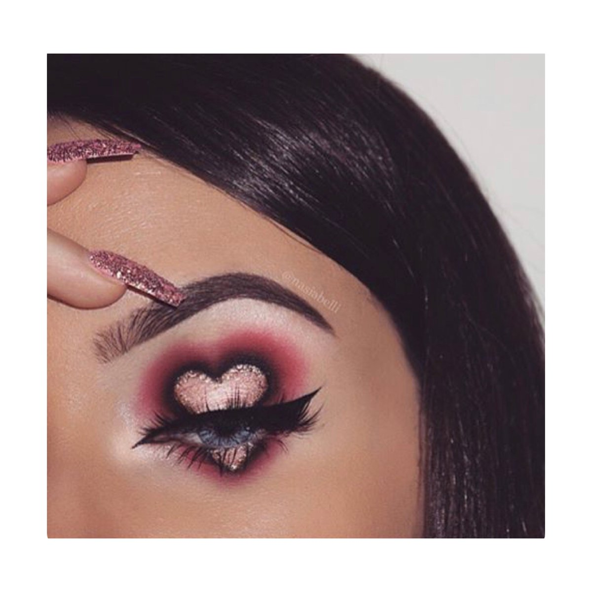 Don't wait till the weekend for date night, grab one of our Rose Edition palettes and re create @nasiabelli 's stunning look Go to  http:// kandicosmetics.co.uk     . . . #MCRmakeup #makeupinspo #palettes #colourful #love #heart #glitter #rose #blend #eyeshadow #datenight #Tuesday<br>http://pic.twitter.com/O6fZQ4ojTq