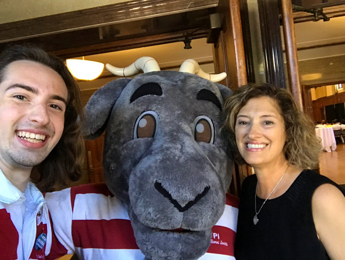 One bridge crossing today with our awesome incoming grad students, one to go -- tomorrow -- with the @WPI #ClassOf2023. @gompei is with me all the way! #WPItraditions<br>http://pic.twitter.com/ic3XJ9p3ko