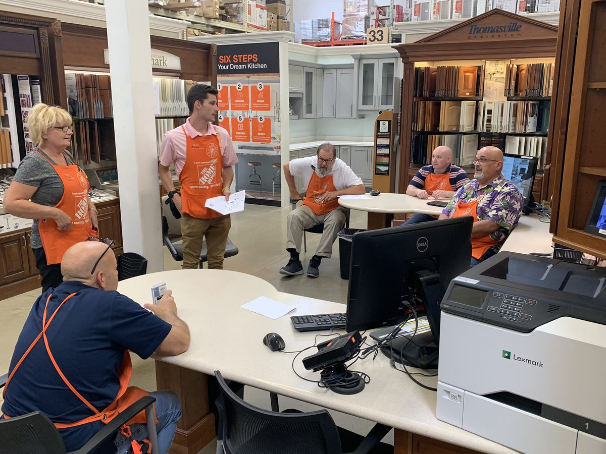 Specialty DS @josh02kreutzer leading #SCSSpecialtyTuesday teaching the team on the countertop estimator and how to sell countertops through the Quote Center! @WMHomeDepot @Millaya<br>http://pic.twitter.com/ObuuoPG66h