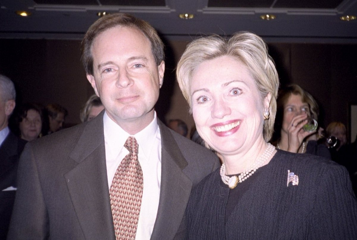 Now, switching to .@HillaryClinton: This is going to hurt me to write, because I & my whole extended family have been strong supporters of the Clintons for decades. I have a framed, signed letter from #Bill on the wall near my desk. But #Hillary should be ashamed of herself.