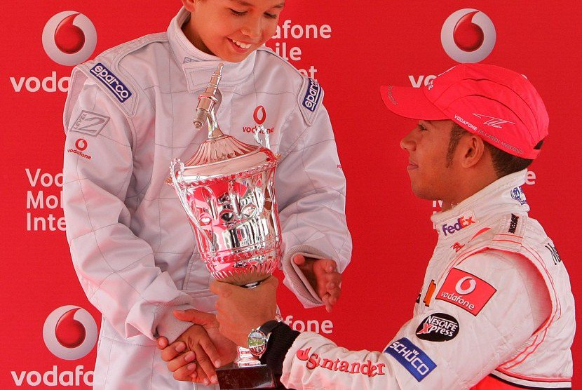 RT @WelsWG: A young Lewis Hamilton and an even younger Alexander Albon.  Nice pics right here. https://t.co/xW3eu0nxcP