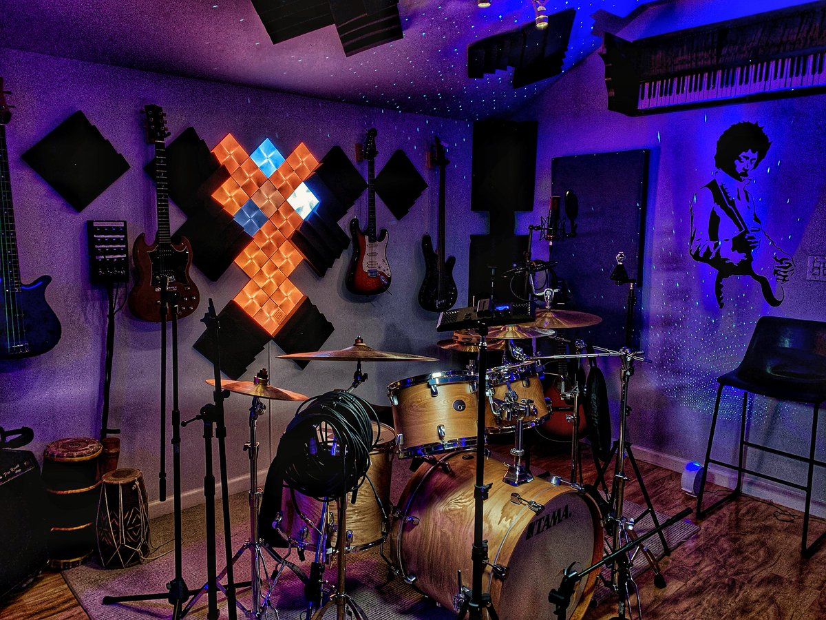 It's @Patreon #ShareYourStudio day! Welcome to @caelumrecords our music temple! #music #musicproducer #audioengineer #recording #studiolife #musicians #artists #bands #singers #songwriters<br>http://pic.twitter.com/G5K0Metics