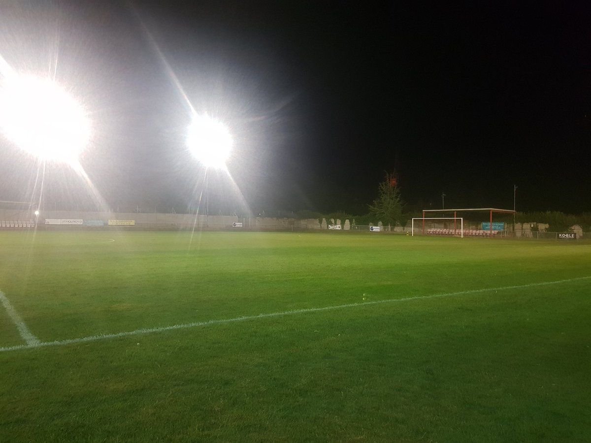 A great + well attended #Uttlesford derby. #SaffronWalden in the end coming out on top despite trailing at HT, during a mad start to the 2nd half. Their unbeaten start continues. #Stansted not getting the rub of the green atm, but will bounce back. Goodbye from Catons Lane #ESL<br>http://pic.twitter.com/yBfgIlnlrU