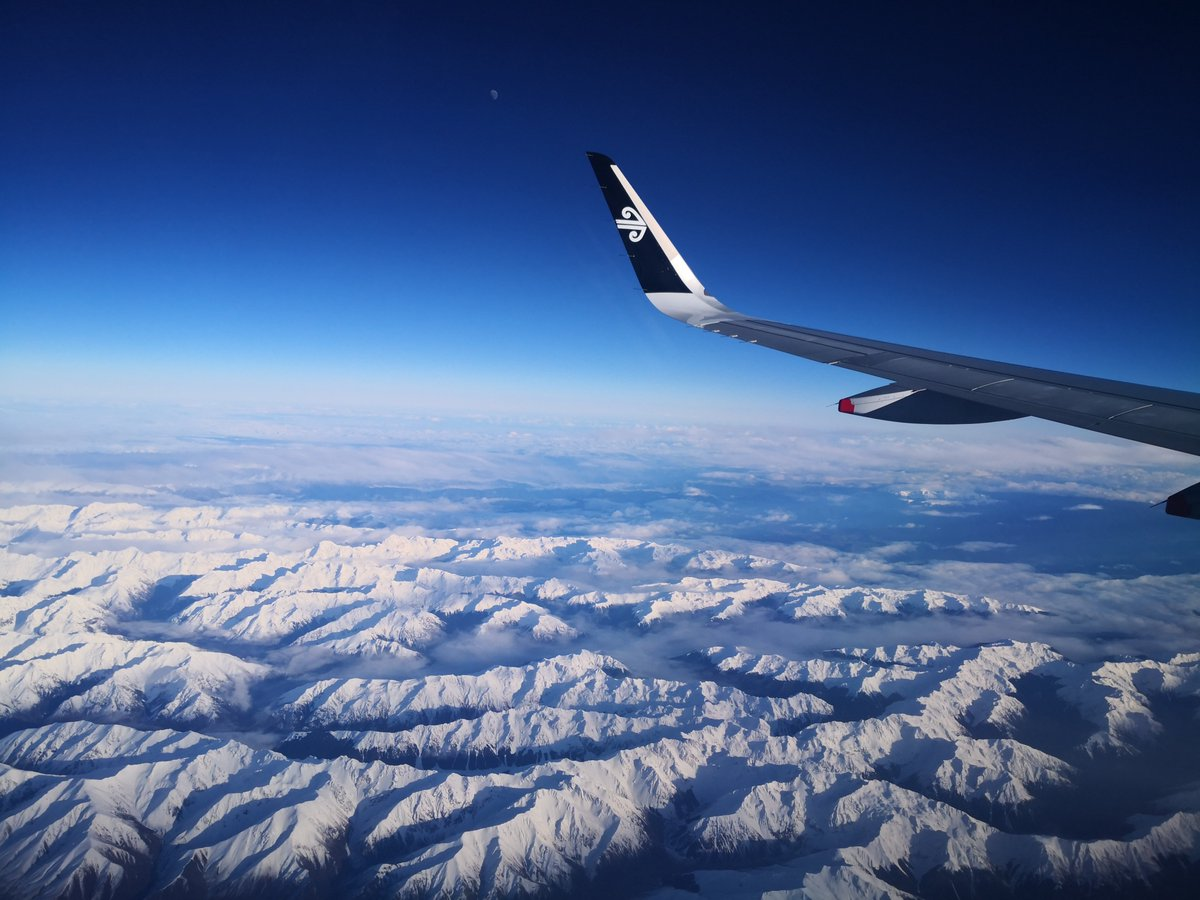 Just another commute in New Zealand @FlyAirNZ #nz #Christchurch #mountains #snow<br>http://pic.twitter.com/5Y9IZNHNEN
