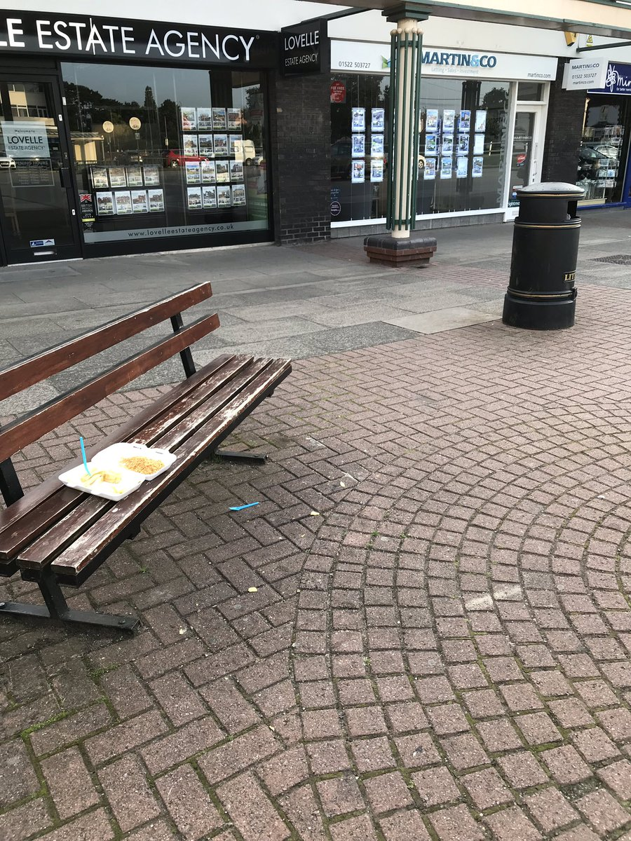 Local shopping centre. Someone had chips, but found the 3ft to nearest bin too far. Nancy put the rubbish in the bin. Bless her  <br>http://pic.twitter.com/sROkRfGBXC