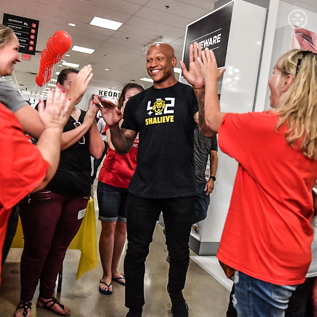 Meet @RyanShazier  Go on a back-to-school shopping spree   Today was a good day for these deserving Pittsburgh Area teachers. <br>http://pic.twitter.com/QP5yTvBsTn