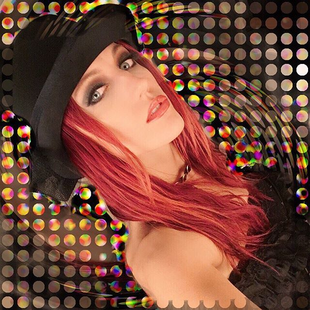 That #vaudeville #gig had us looking like #AClockworkOrange 🖤🎩🖤 #phatstrad #ElectricStringQuartet #Violin #Viola #Cello #Performer #CorporateEvents #CorporateEntertainment #MarloZemartis #ZemartyPants #SteamPunk #Redhead #TopHat #sexy #lasvegas https://t.co/TNd31qBGqE