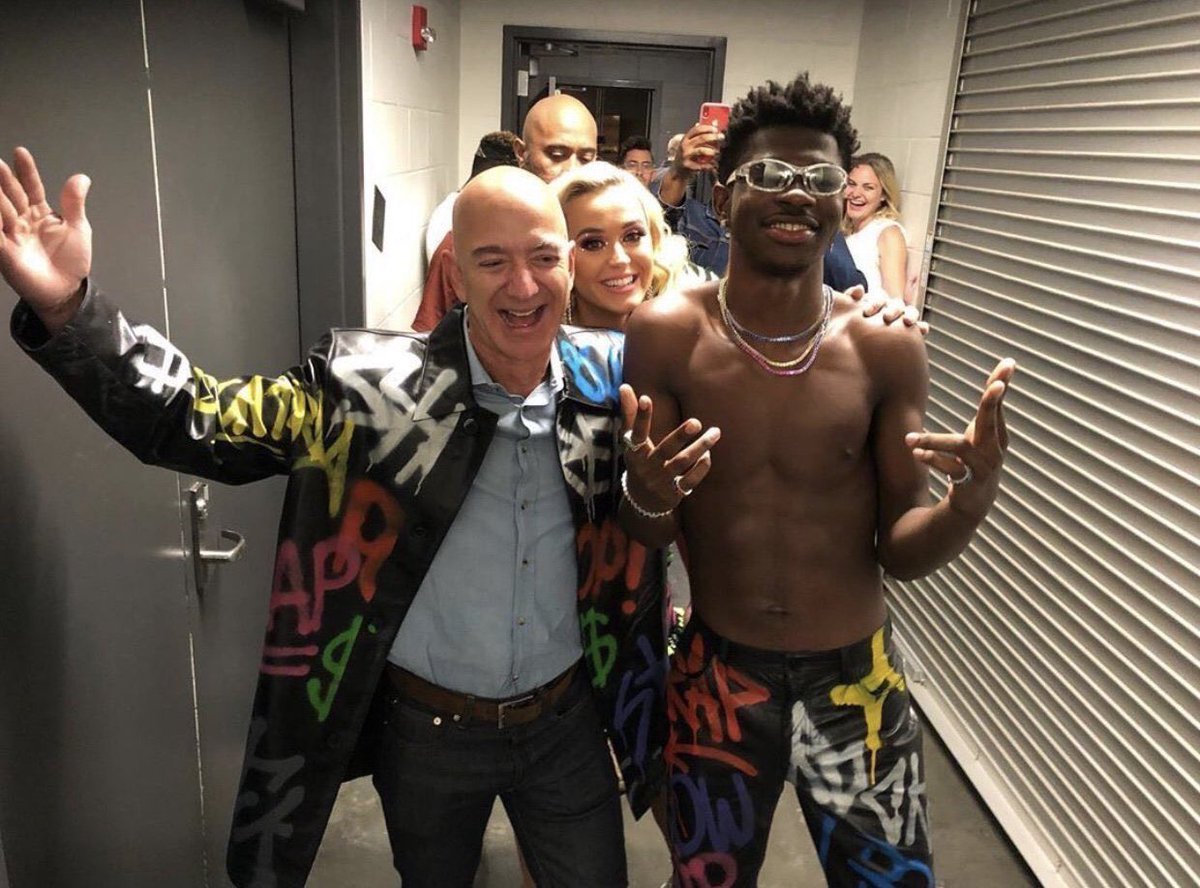 .@KatyPerry, @LilNasX and @JeffBezos pose together in new photo. <br>http://pic.twitter.com/wwtt4K8Yt0