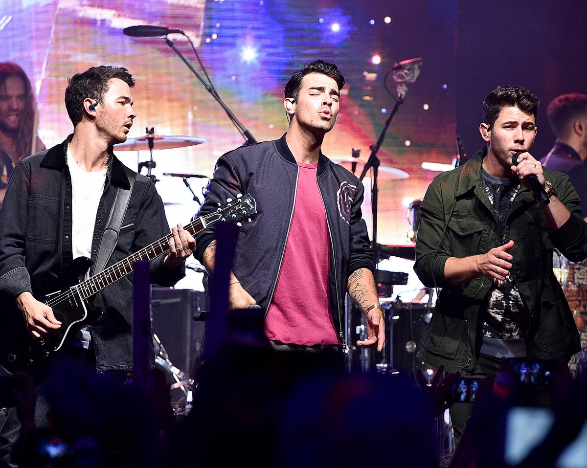Happiness Begins with @jonasbrothers and @avamax taking the stage! What a wonderful night at @websterhall with @SIRIUSXM  #PandoraLive #JonasBrothers<br>http://pic.twitter.com/BZq1Qr7V0s