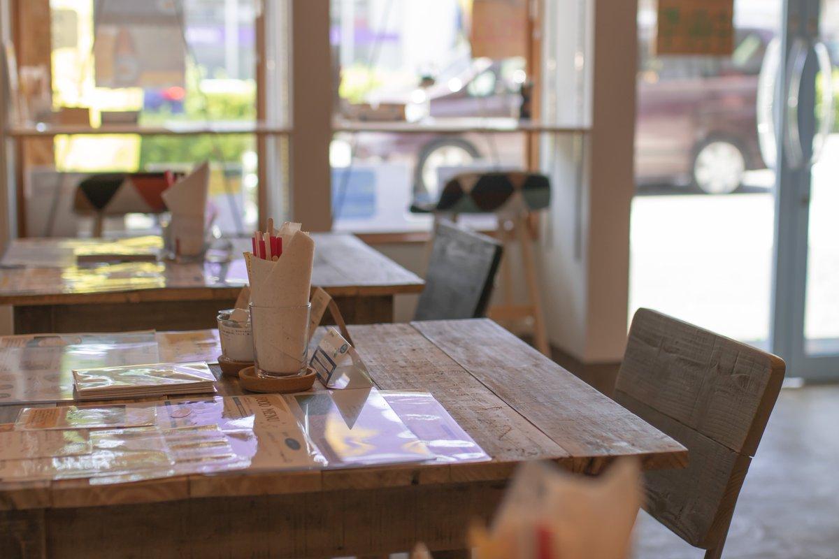 【過ごしやすいカフェで夏を楽しみませんか?】お店でローストしたコーヒーやおいしいケーキ、おいしいカレーなど様々なメニューがございます。お気軽にご来店ください♪#カフェ  #日野  #日野市  #八王子  #立川  #国立  #多摩  #府中  #調布  #梅雨  #緑  #夏  #雨  #真夏  #公園  #cafe  #coffee  #新撰組  #ケーキ