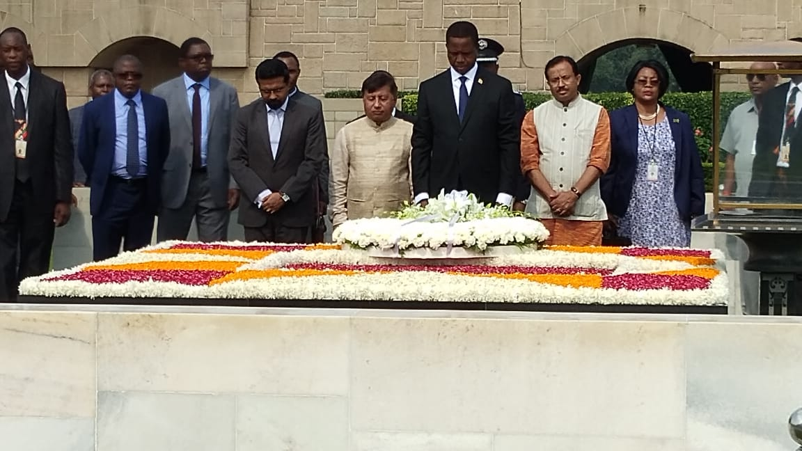 President of #Zambia @EdgarCLungu paid tribute to #MahatmaGandhi at #Rajghat  @MEAIndia @indiainzambia<br>http://pic.twitter.com/vCcglyLkVw