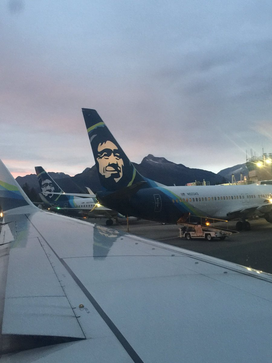 When I was a little girl I thought the man on the back of Alaska Air planes was a picture of God  <br>http://pic.twitter.com/CK7YmZauD1
