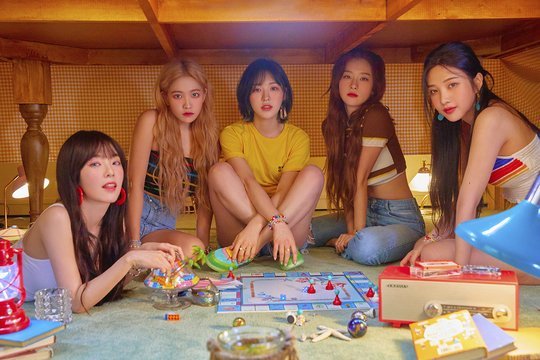 [INFO] #REDVELVET @RVsmtown makes a successful comeback with The ReVe Festival Day 2 hitting #1 in 36* territories and the Worldwide iTunes album charts, major Korean music charts, and daily charts of physical stores.  *as of press time, actual count 37  http:// naver.me/GSBXBhoL     <br>http://pic.twitter.com/IJAdExp4xI