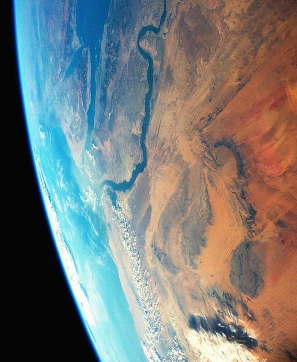You don't need to leave the planet to explore. <br>http://pic.twitter.com/SlCERxMfAb