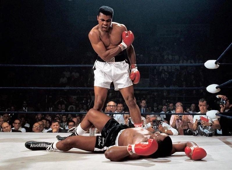 Muhammad Ali and Sonny Liston #Boxing<br>http://pic.twitter.com/AVoI6t2sEb