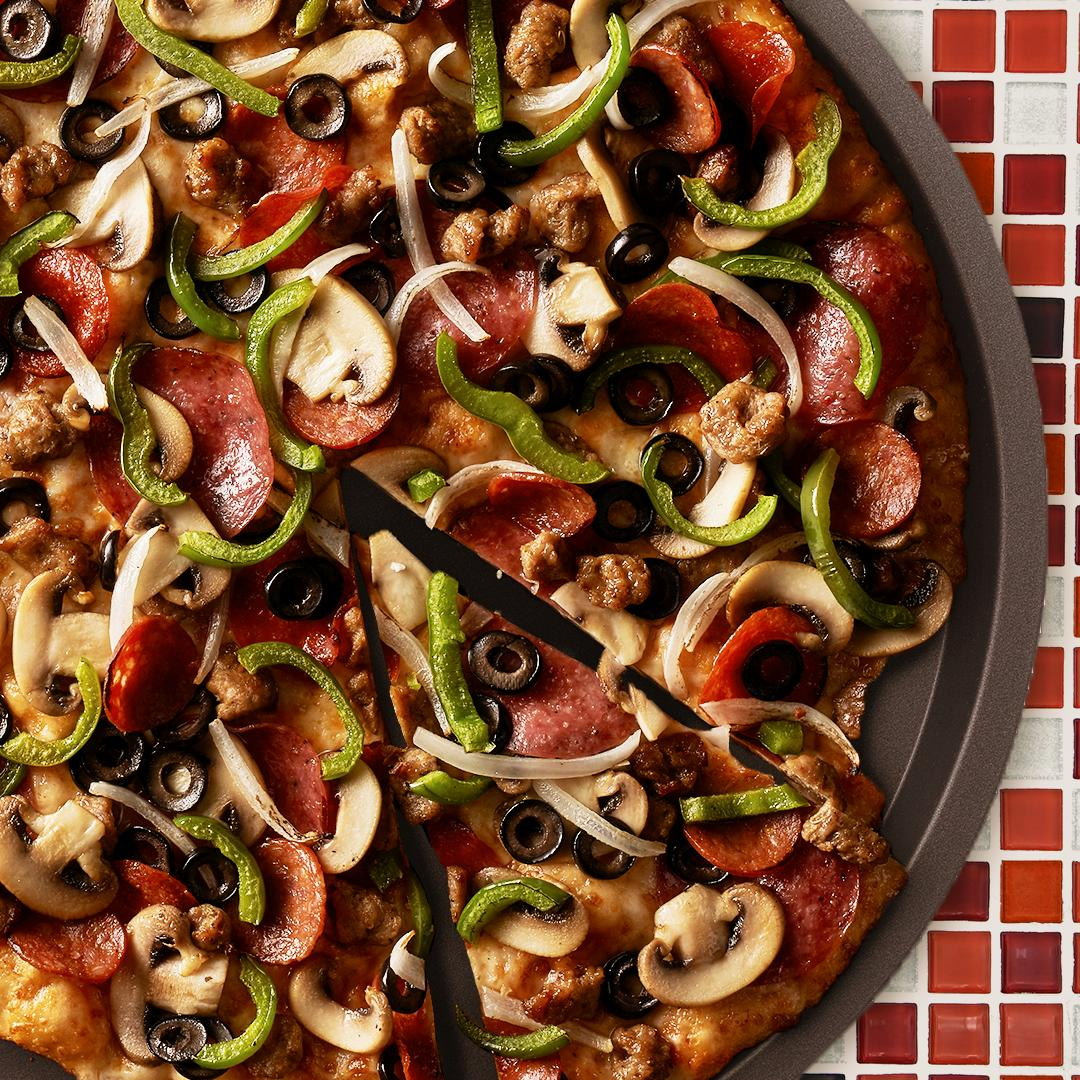 Round Table Pizza On Twitter The King Arthur S Supreme Is Without A Doubt A Ten Out Of Ten For No Other Pizza Marries Meats And Vegetables So Masterfully Https T Co Bphi1hsajq