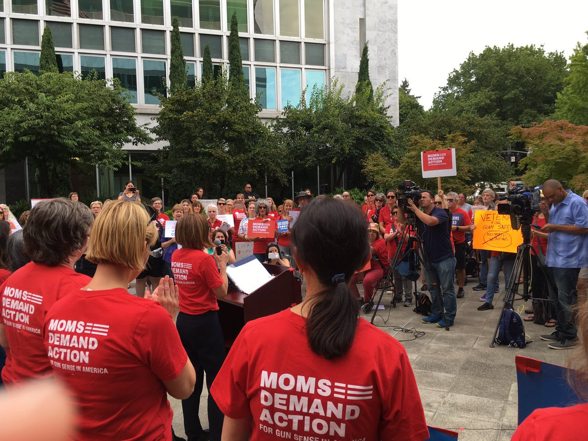 .@OregonGovBrown blends in with the sea of @MomsDemand volunteers at our #RecessRally, demanding that the US Senate do what she did in Oregon: Pass universal background checks on ALL gun sales.   Text CHECKS to 64433 to be connected with your Senators. <br>http://pic.twitter.com/IKq6NmI7hj